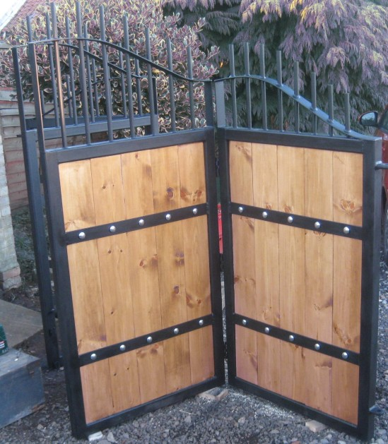 2.2m x 3.5m Concertina gates                    Available from Fortress Fabrications!